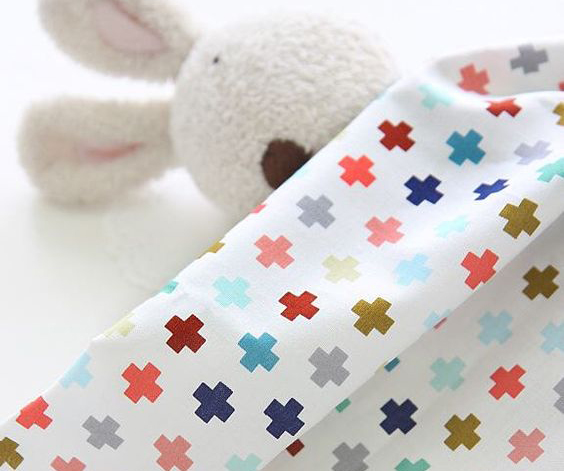 print bahan kain dengan cetakan warna-warni pada selimut